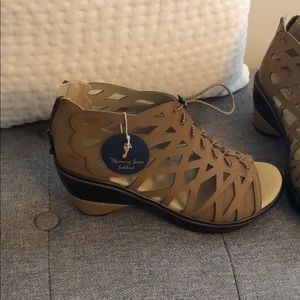 Shoes - NWT JBU by Jambu Footwear Women's Sugar Cane